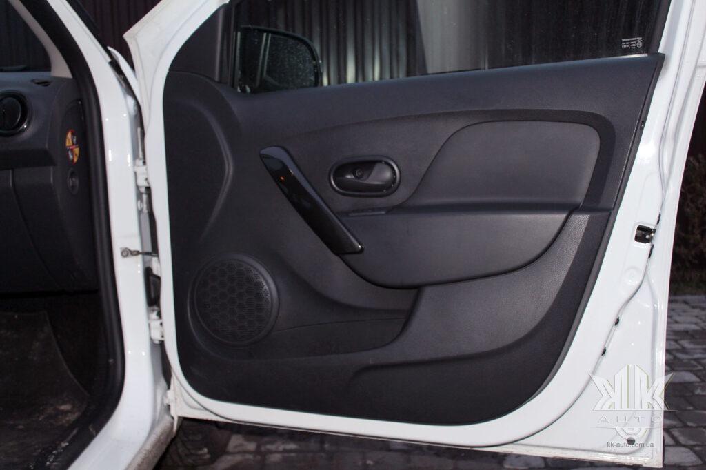 Тест-драйв Renault Logan, карта дверей