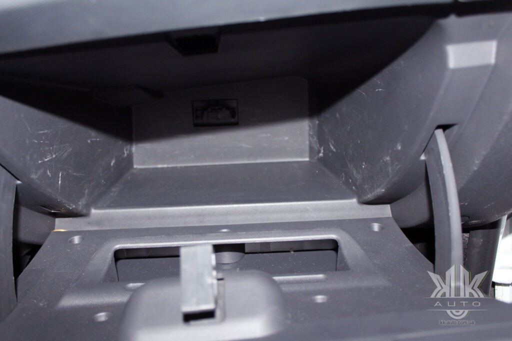 Тест-драйв Renault Logan, бардачок