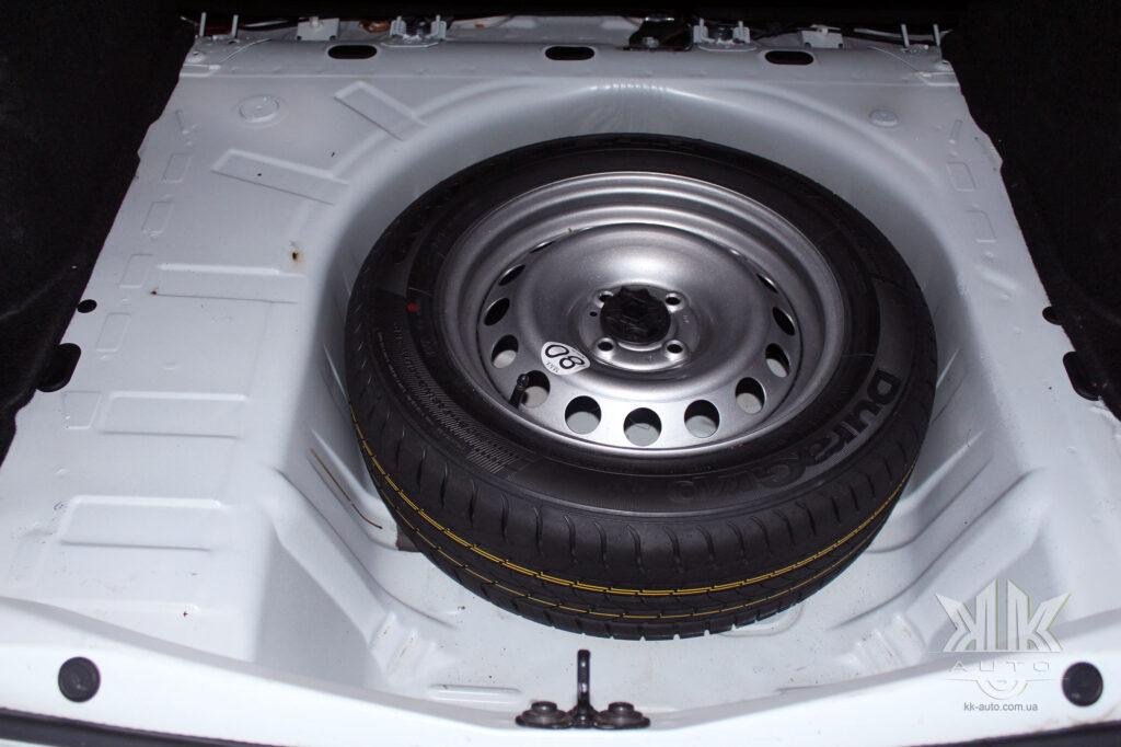 Тест-драйв Renault Logan, запасне колесо