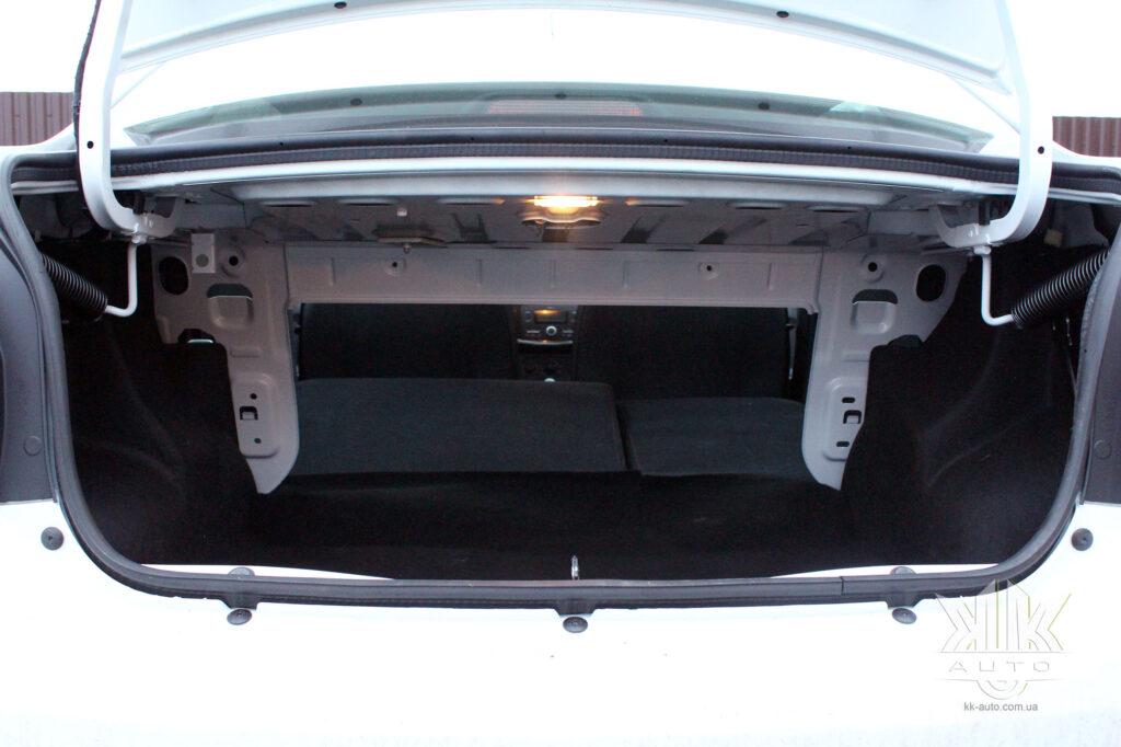 Тест-драйв Renault Logan, багажнік