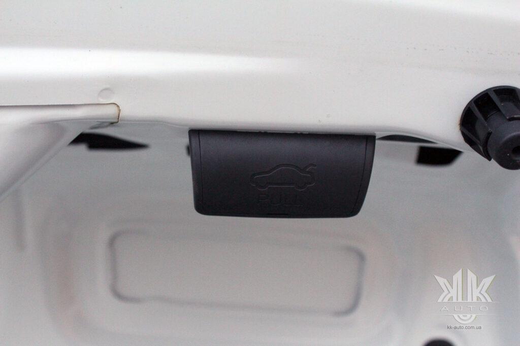 Тест-драйв Renault Logan, кришка багажника