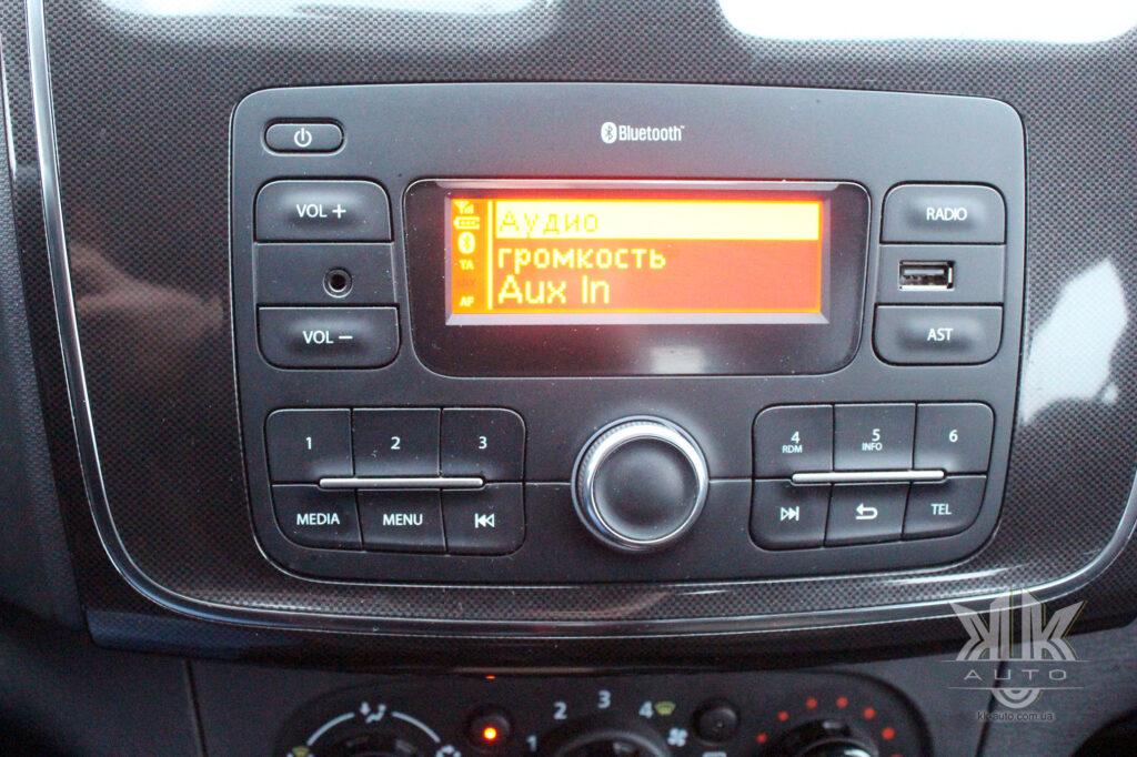 Тест-драйв Renault Logan, аудіо система
