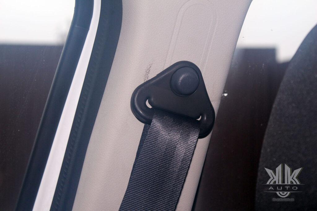 Тест-драйв Renault Logan, паски безпеки