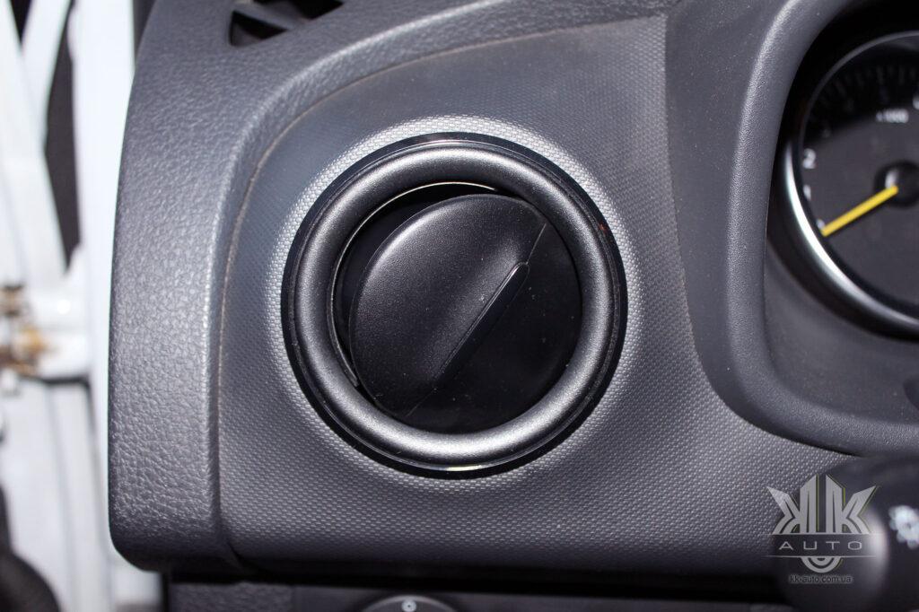 Тест-драйв Renault Logan, дефлектор