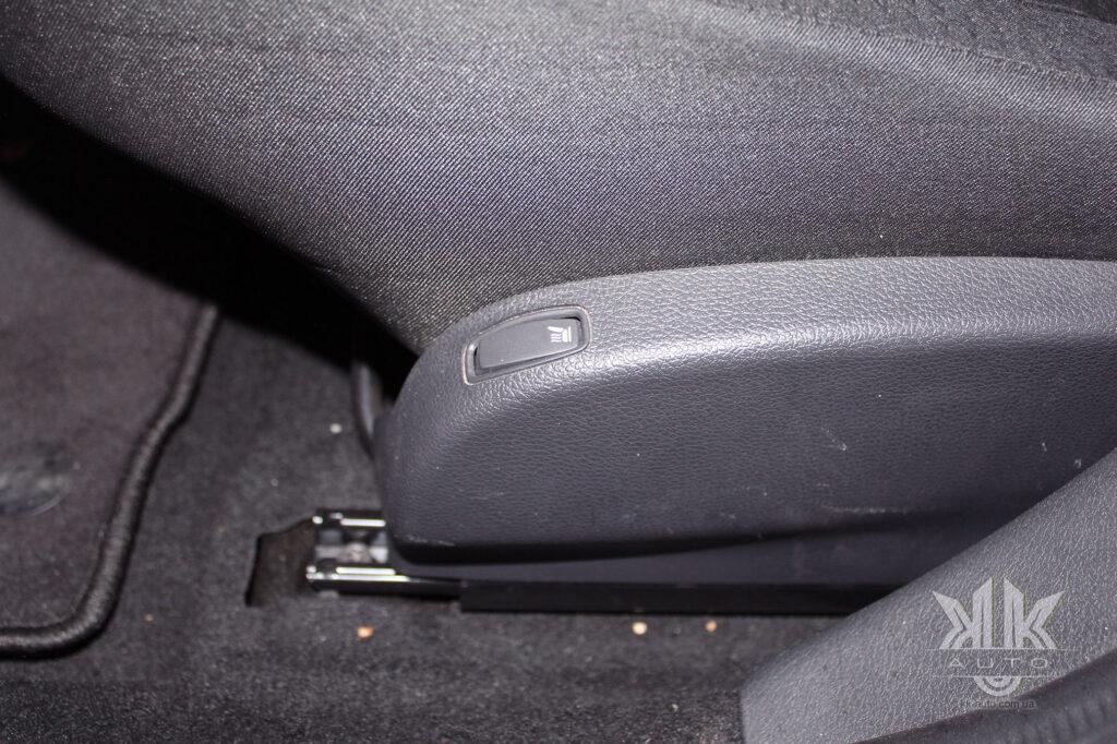 Тест-драйв Renault Logan, передні сидіння