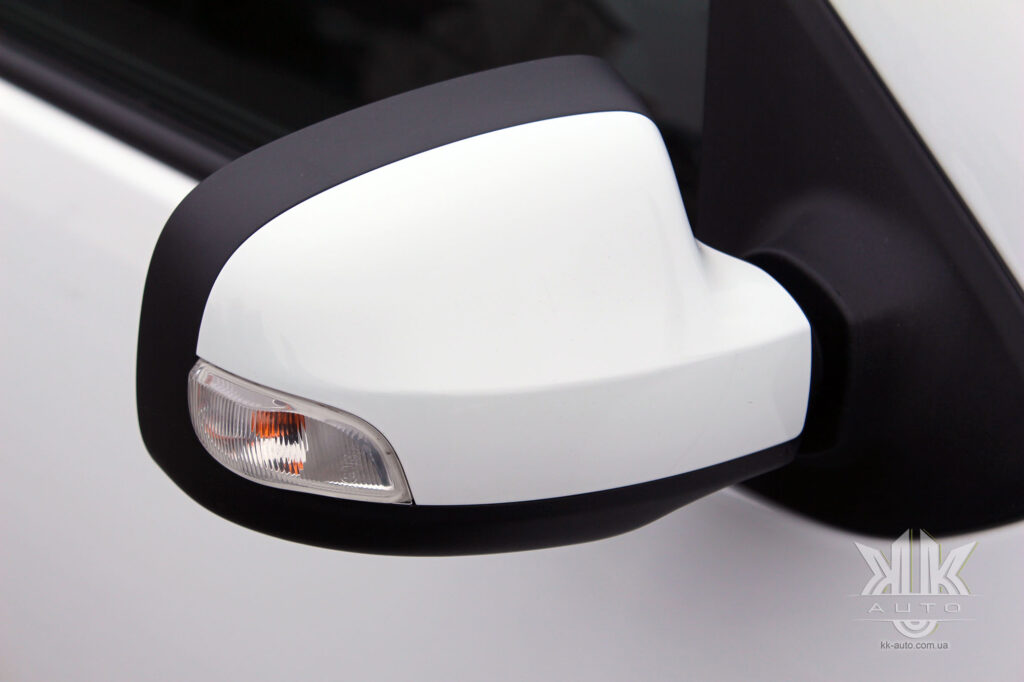 Тест-драйв Renault Logan, дзеркальце