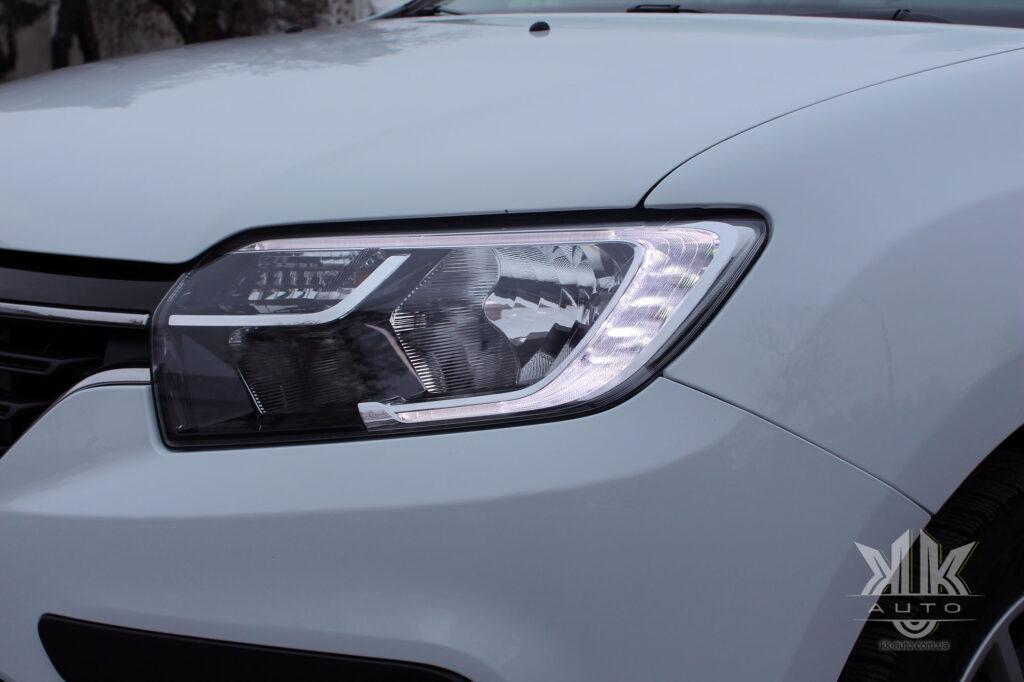 Тест-драйв Renault Logan, денні ходові вогні