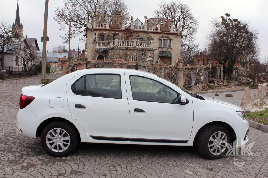 Тест-драйв Renault Logan, будинок скульптора Голованя