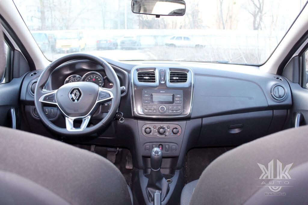 Тест-драйв Renault Logan, передня панель