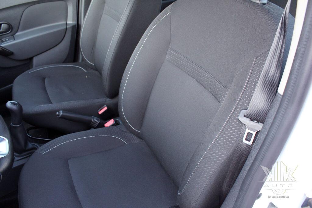 Тест-драйв Renault Logan, обшивка сидінь
