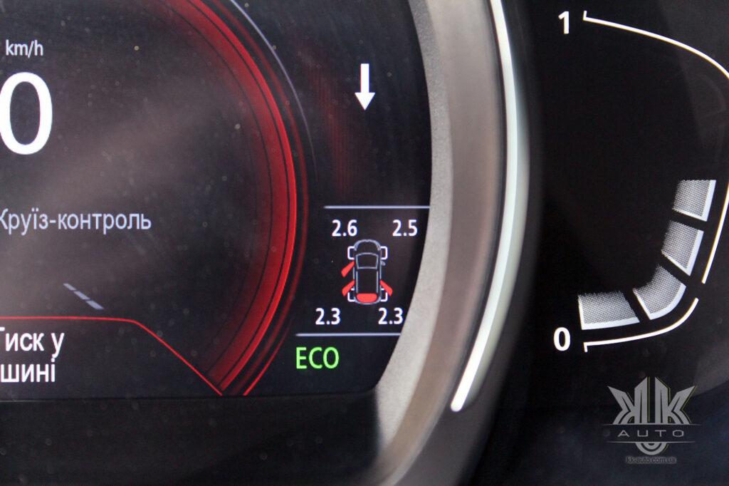 Тест-драйв Renault Kadjar, датчик тиску в шинах