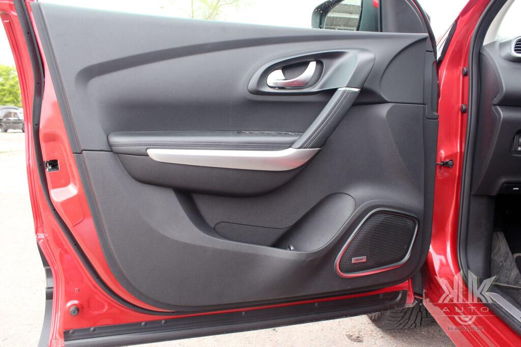 Тест-драйв Renault Kadjar, карта дверей